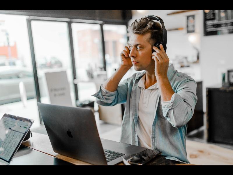 workplace communication statistics